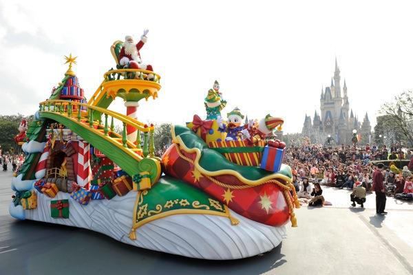 ディズニー サンタヴィレッジ パレード(c)Disney
