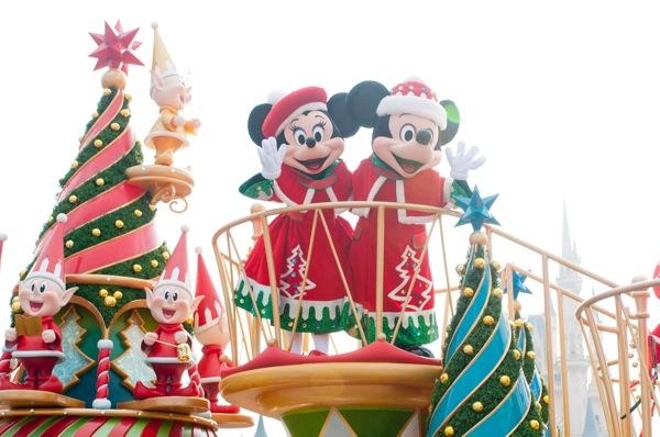 ミッキーとミニーも登場 (c) Disney