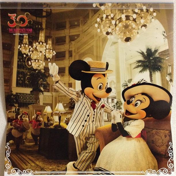 オリエンタルランドさまからカレンダーをいただきました。7月の写真がTDLホテルロビーのミッキーミニーですごくいい。 - from Instagram