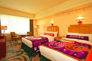 ディズニーアンバサダーホテルの「ディズニー・ハロウィーン」 デコレーション客室(イメージ) ※写真は 2012 年のものです
