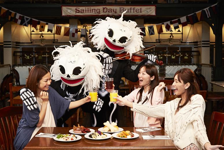 スケルトンたちによるレストラングリーティング  (c)Disney