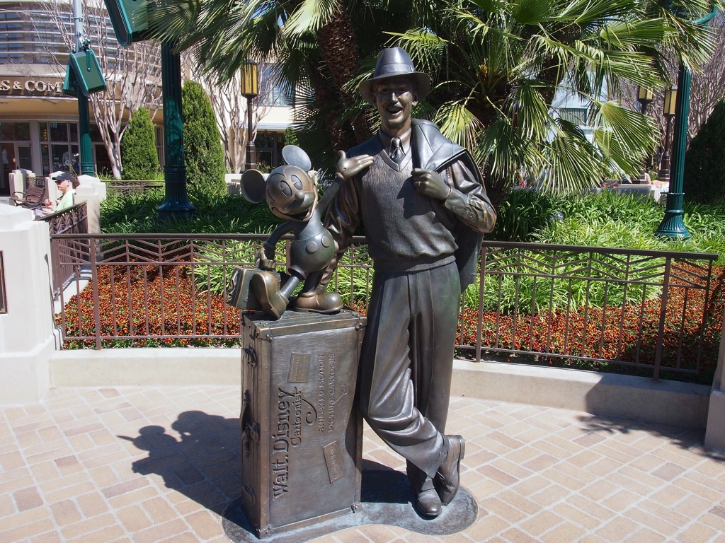 Storytellers像(ディズニー・カリフォルニア・アドベンチャー)