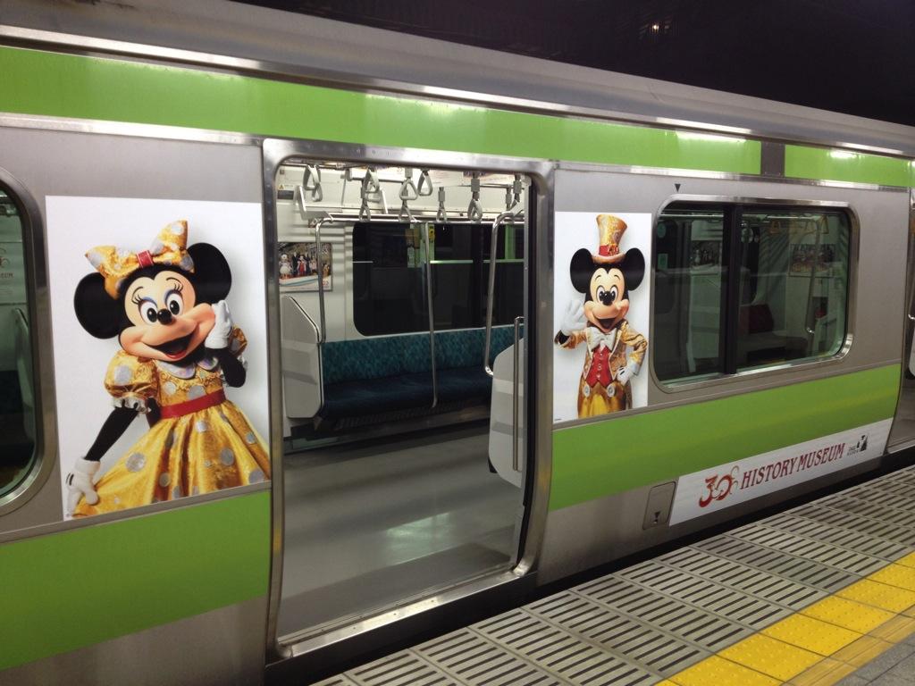 「東京ディズニーリゾート ヒストリーミュージアム」車外  (c)Disney