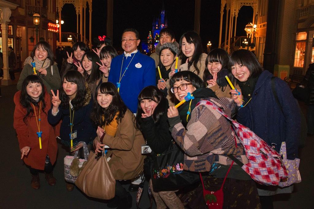 上西社長とキャスト (c)Disney