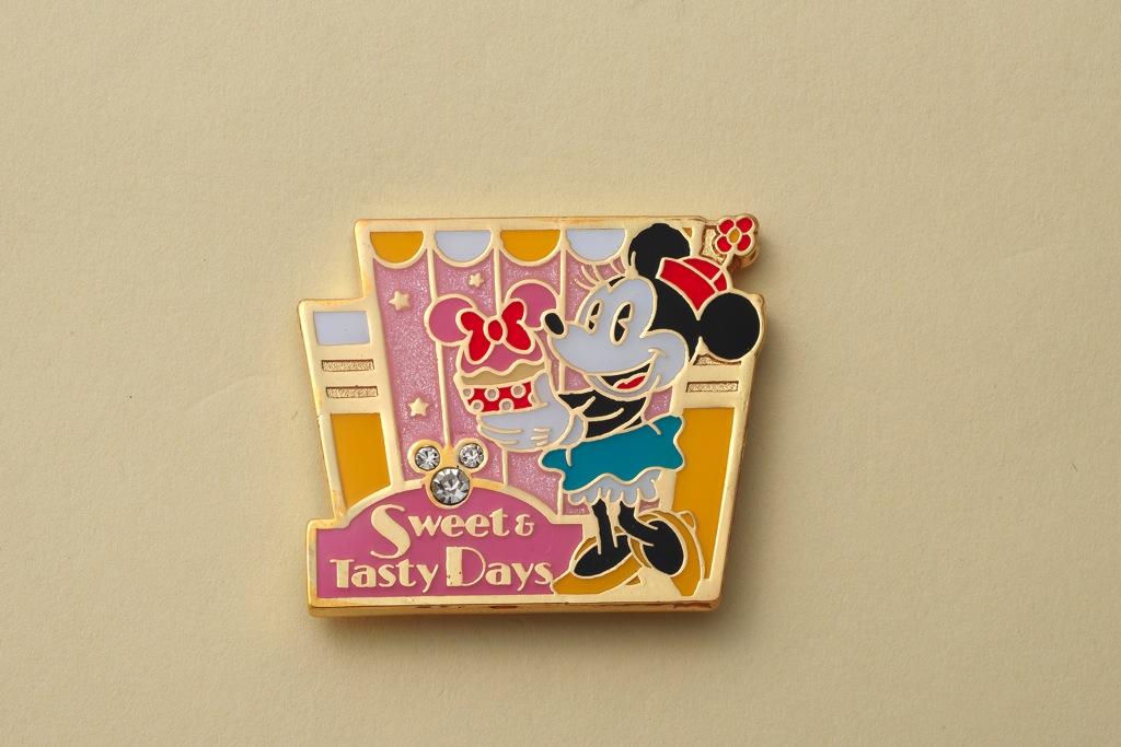 「エンパイア・グリル」「花 Hana」 オリジナルピン (c)Disney
