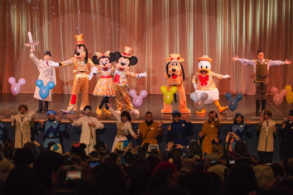 魔法が解け、救い出されたミッキーマウス (c)Disney