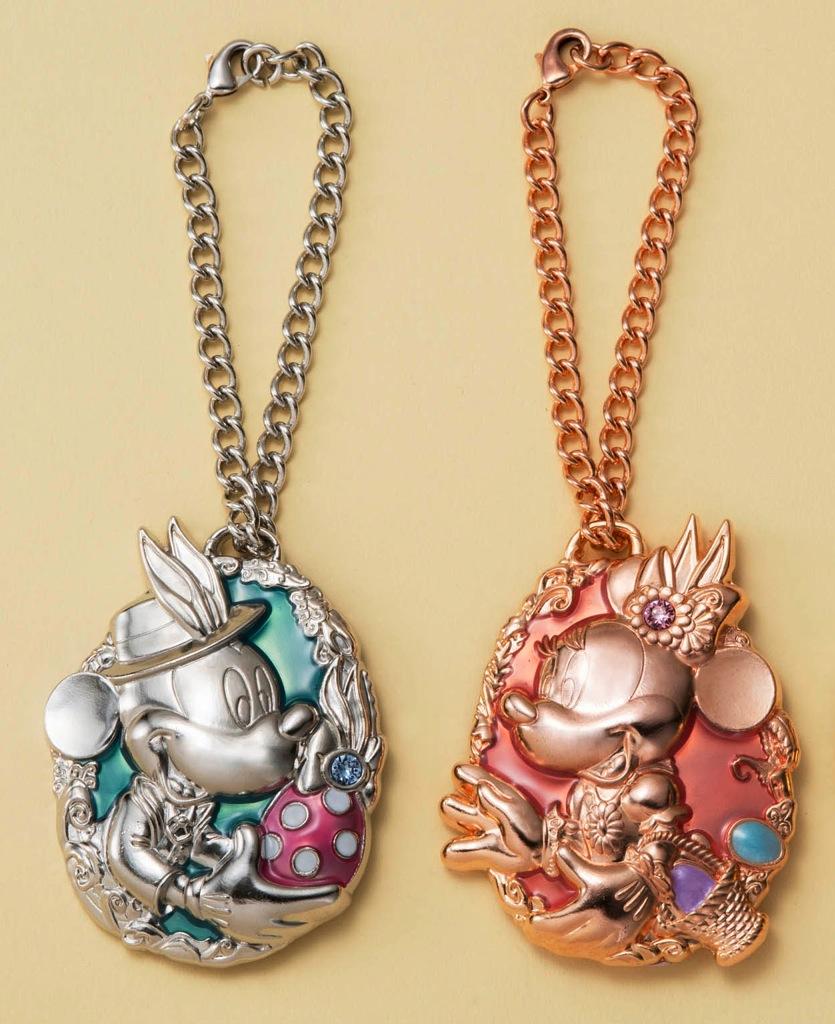 オリジナルバッグチャーム 右:【第II期】(ミニーマウス)、左:【第III期】(ミッキーマウス) (c)Disney