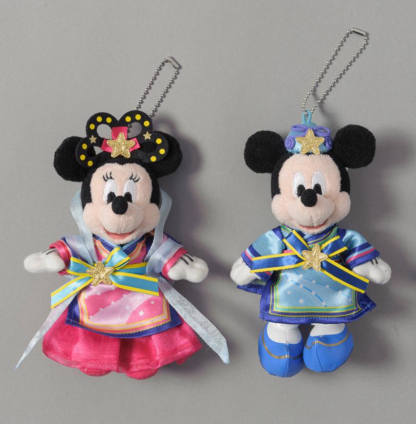 ペアぬいぐるみバッジ  各2600円 (c)Disney
