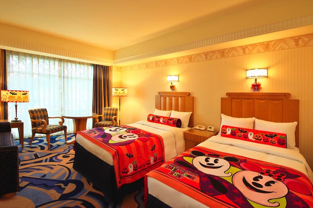 ディズニーアンバサダーホテル  ディズニー ハロウィーン デコレーションの客室 イメージ(c)Disney