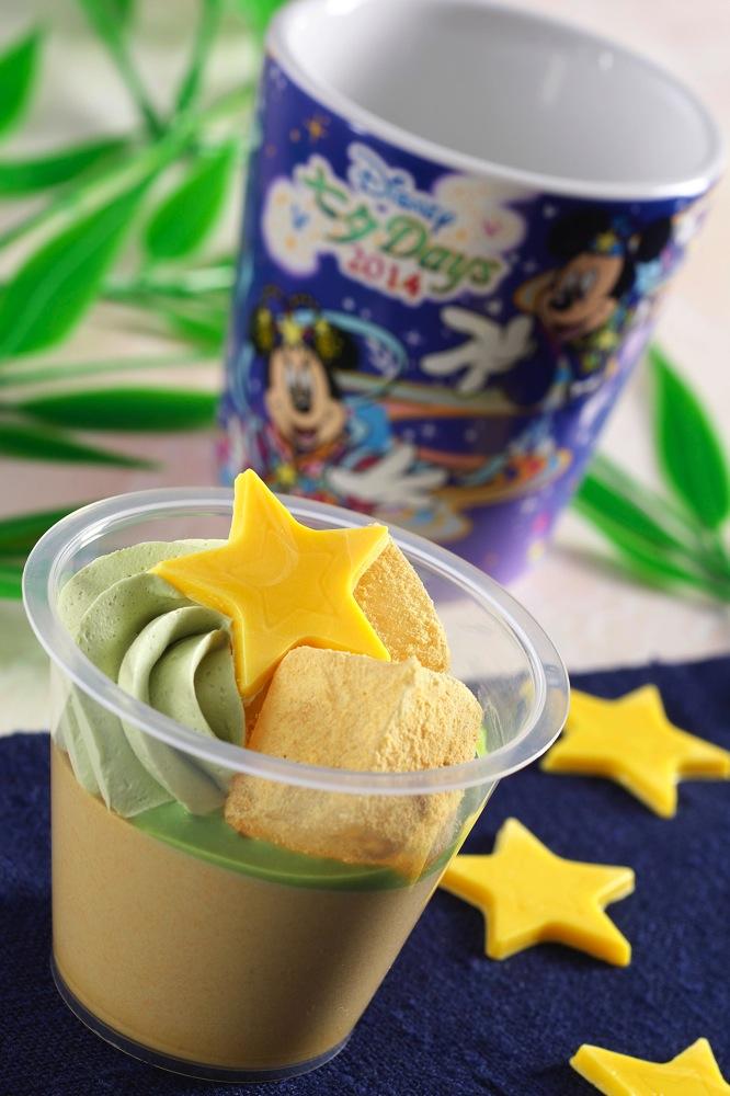 わらび餅と黒糖のムース、スーベニアカップ付き 680円 (c)Disney