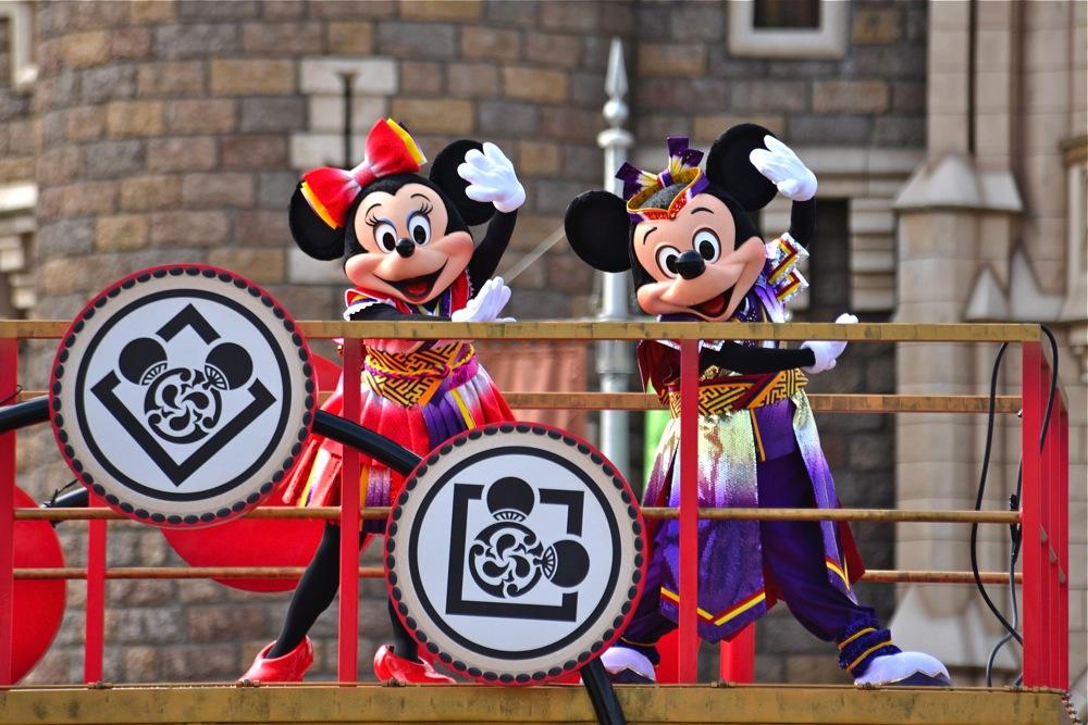 雅涼群舞 (c)Disney