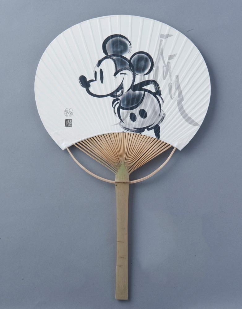 うちわ 600円 (c)Disney