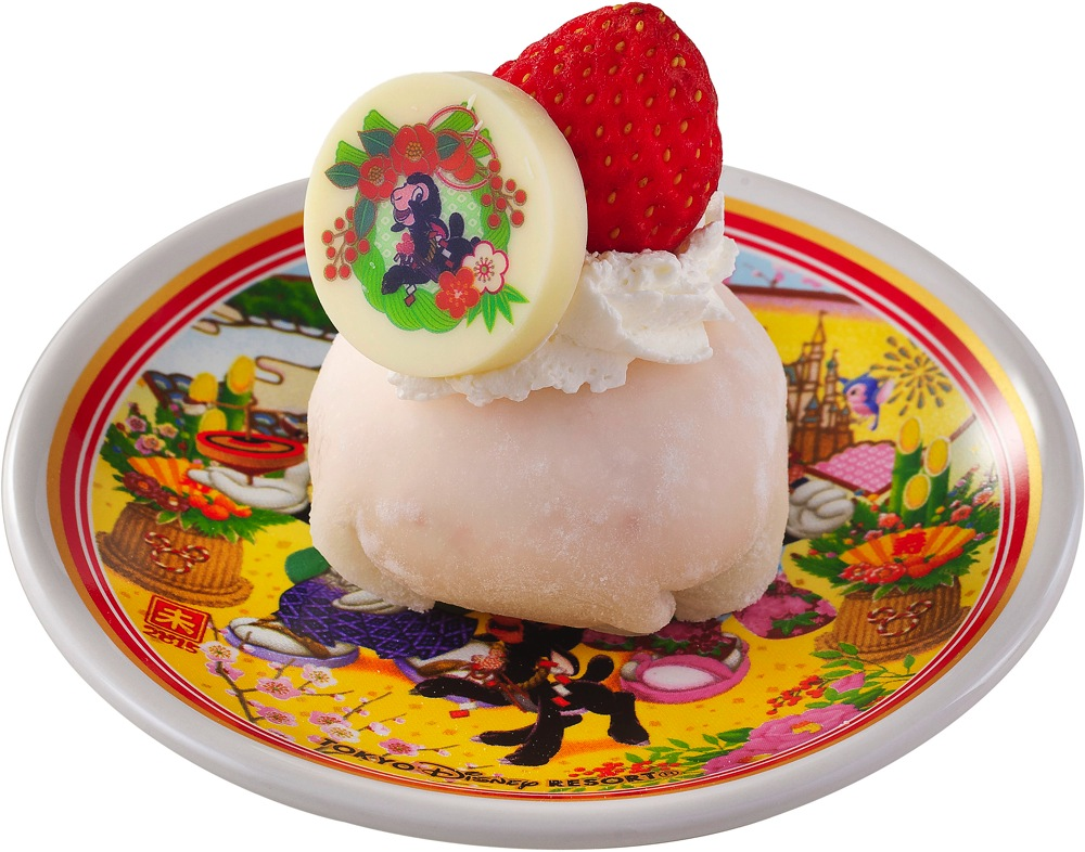 ストロベリークリームまんじゅう、スーベニアプレート付き 720円 (c)Disney