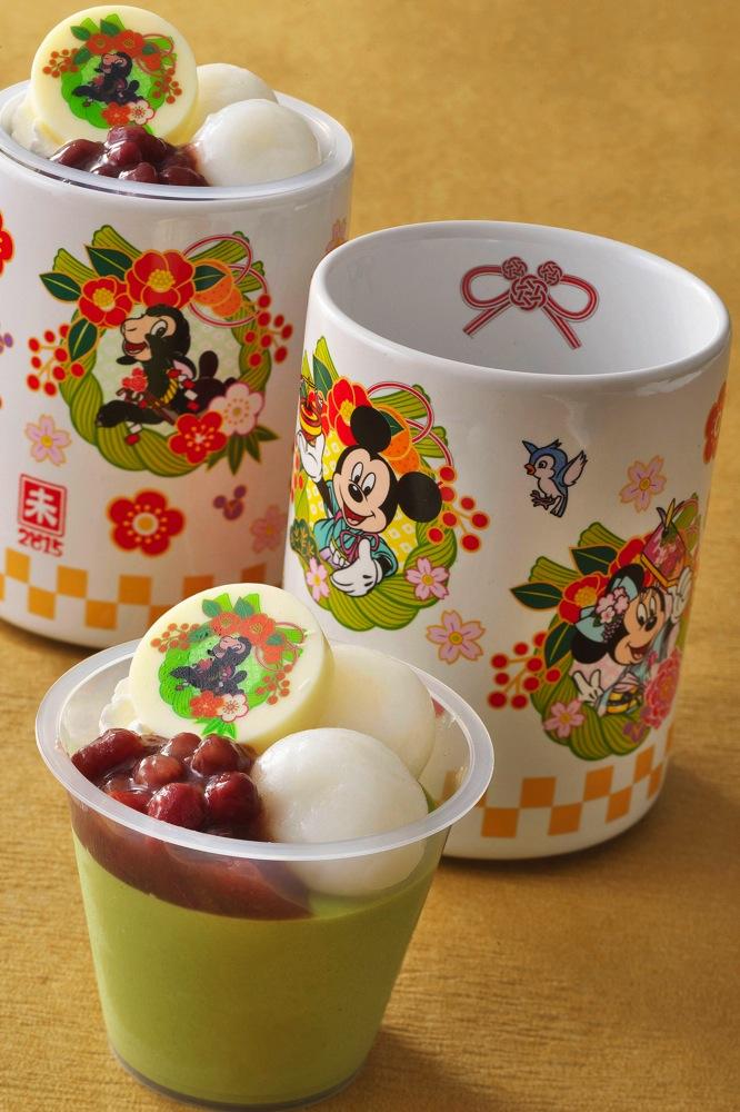 抹茶とホワイトチョコレートのムース、スーベニアカップ付き 720円 (c)Disney
