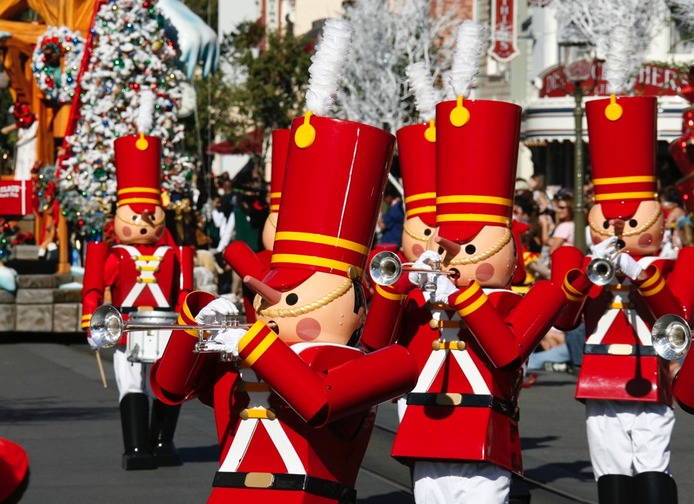 A Christmas Fantasy parade (c)Disney