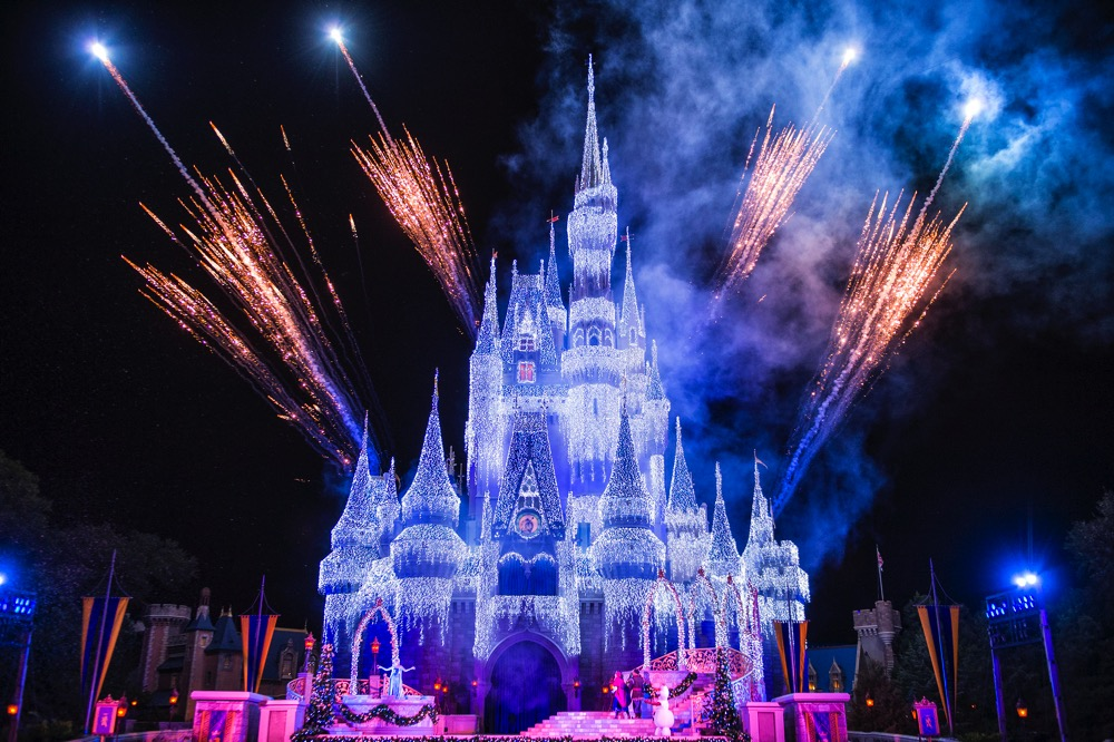 "Queen Elsa from ""Frozen"" Transforms Cinderella Castle in ""A Frozen Holiday Wish"" (c)Disney"