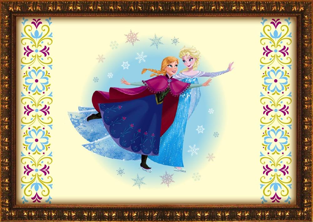 仲良くスケートを楽しむアナやエルサ (c)Disney