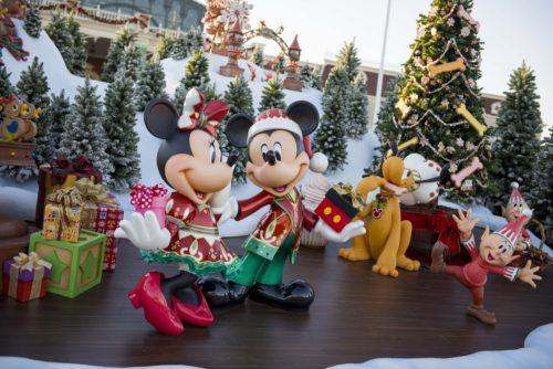 幸せあふれるクリスマスムードでいっぱいの東京ディズニーランド♪ (c)Disney