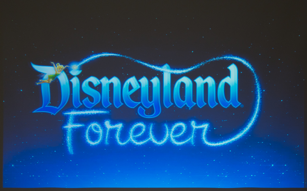 Disneyland foreverロゴ/As to Disney photos, logos, properties: (c)Disney