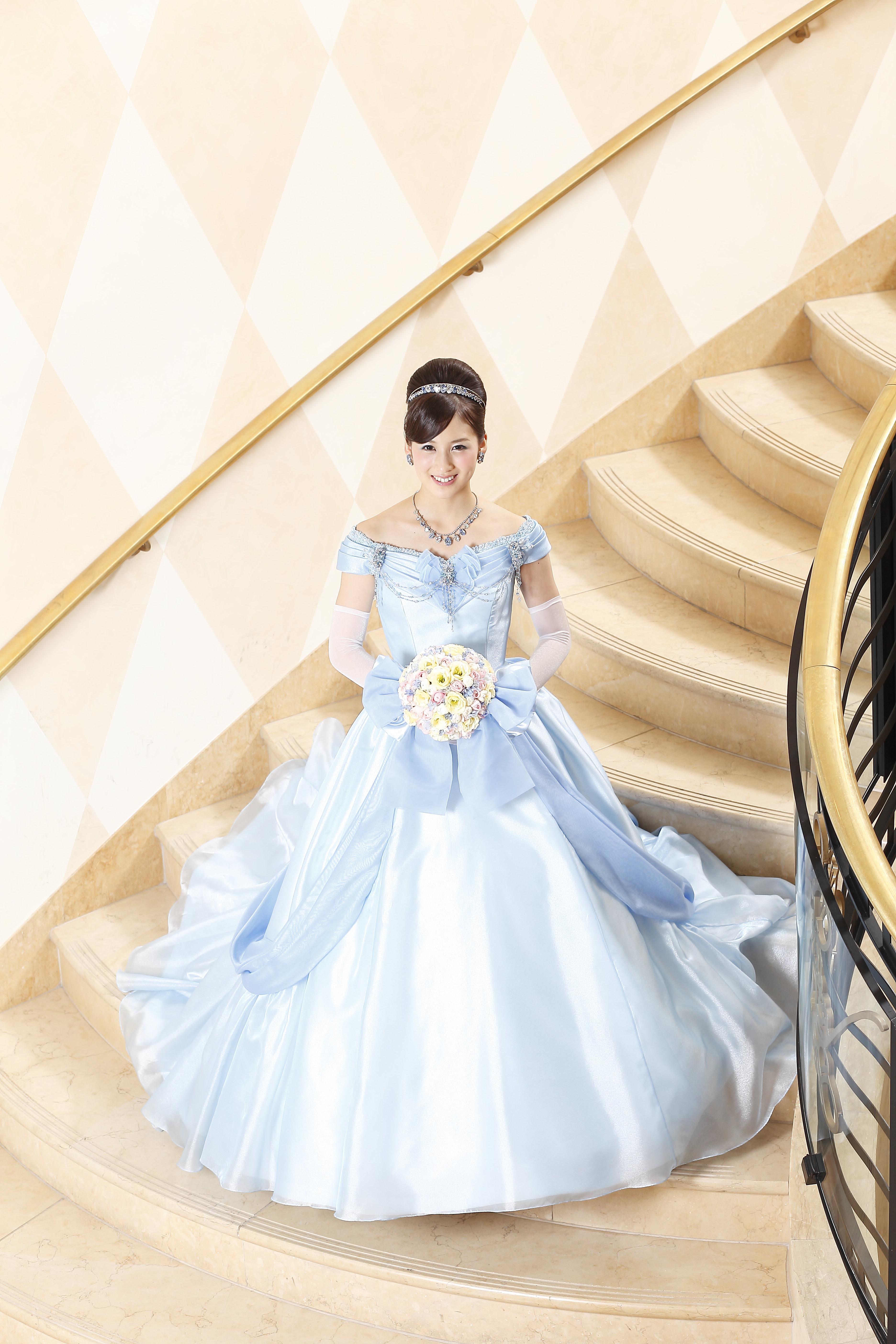 シンデレラをイメージしたドレス (c)Disney