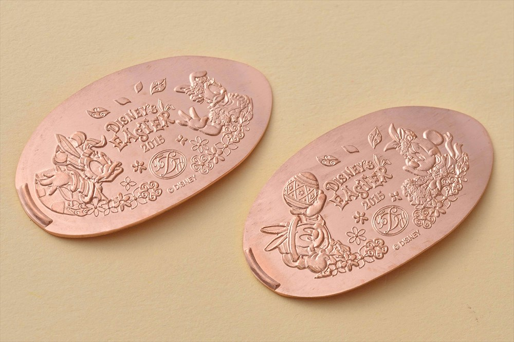 東京ディズニーランドホテル期間限定デザインのスーベニアメダル (c)Disney
