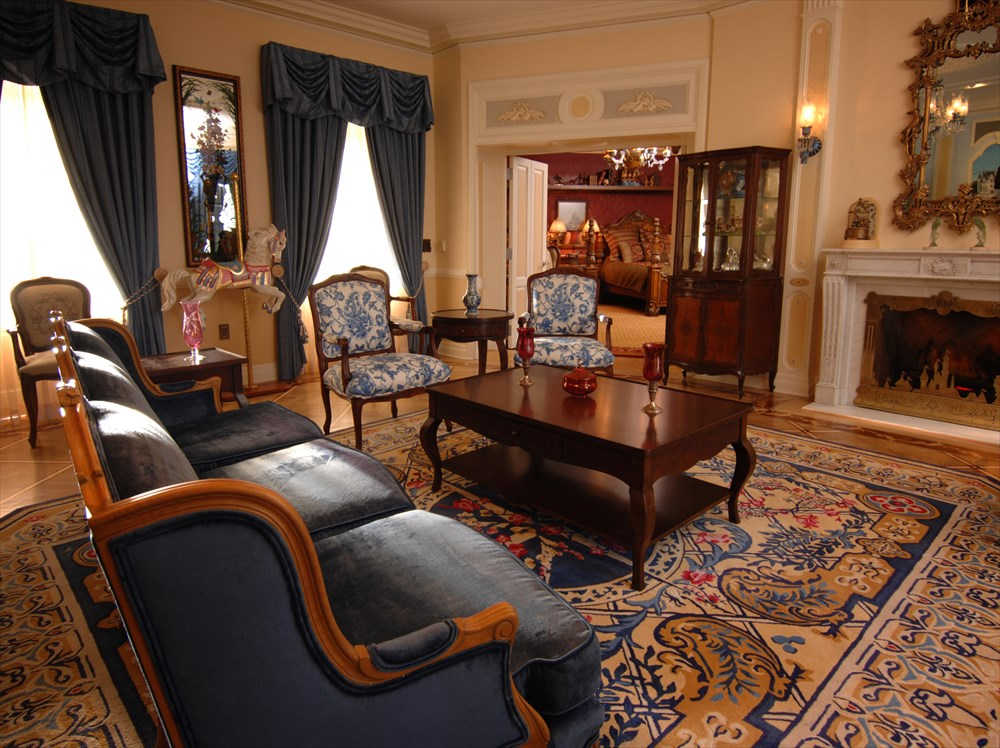 DREAM SUITE LIVING ROOM (c)Disney