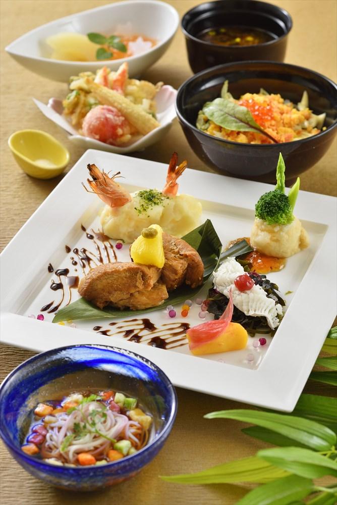 レストラン櫻「スペシャルセット」 2880円(販売期間:6月24日~7月7日) (c)Disney