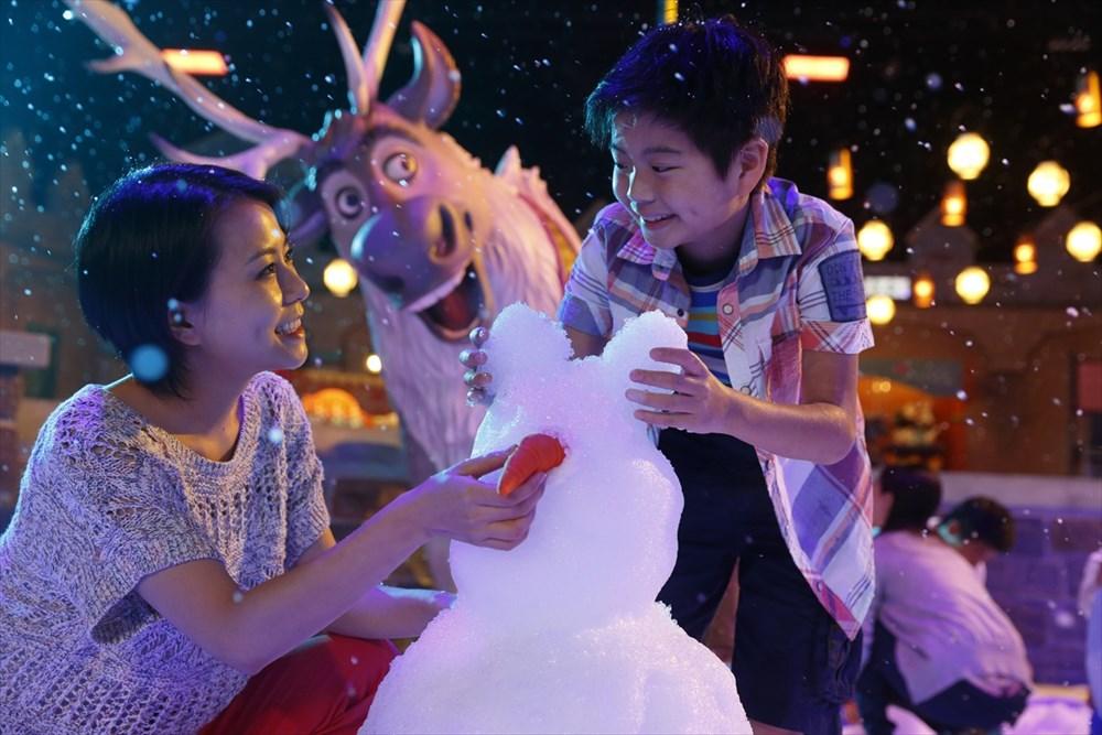 フローズン・フェスティバル・スクエア (c)Disney