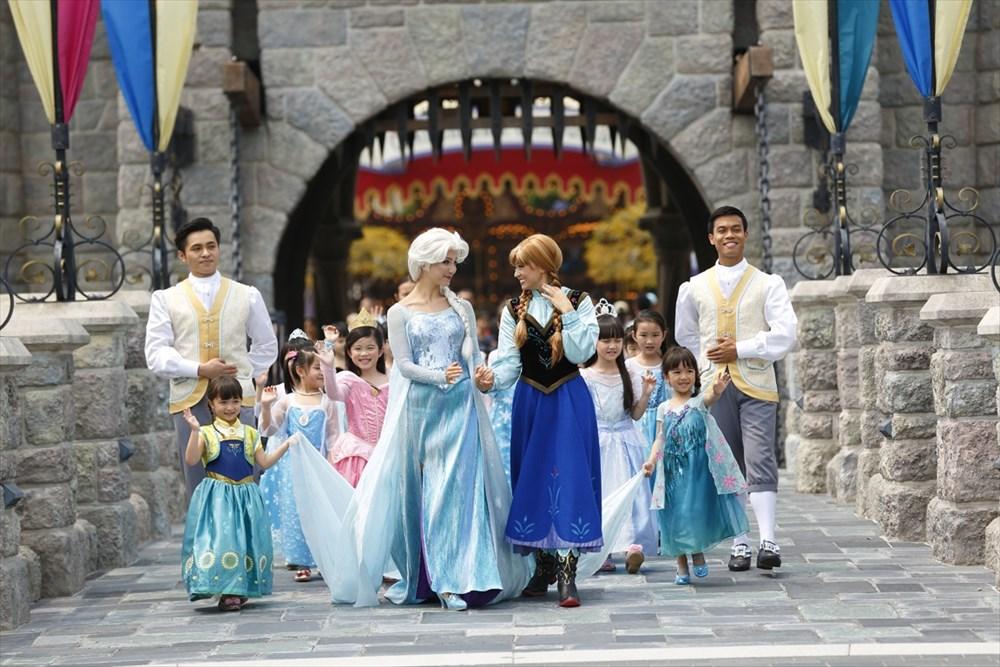 フローズン・プロセッション (c)Disney