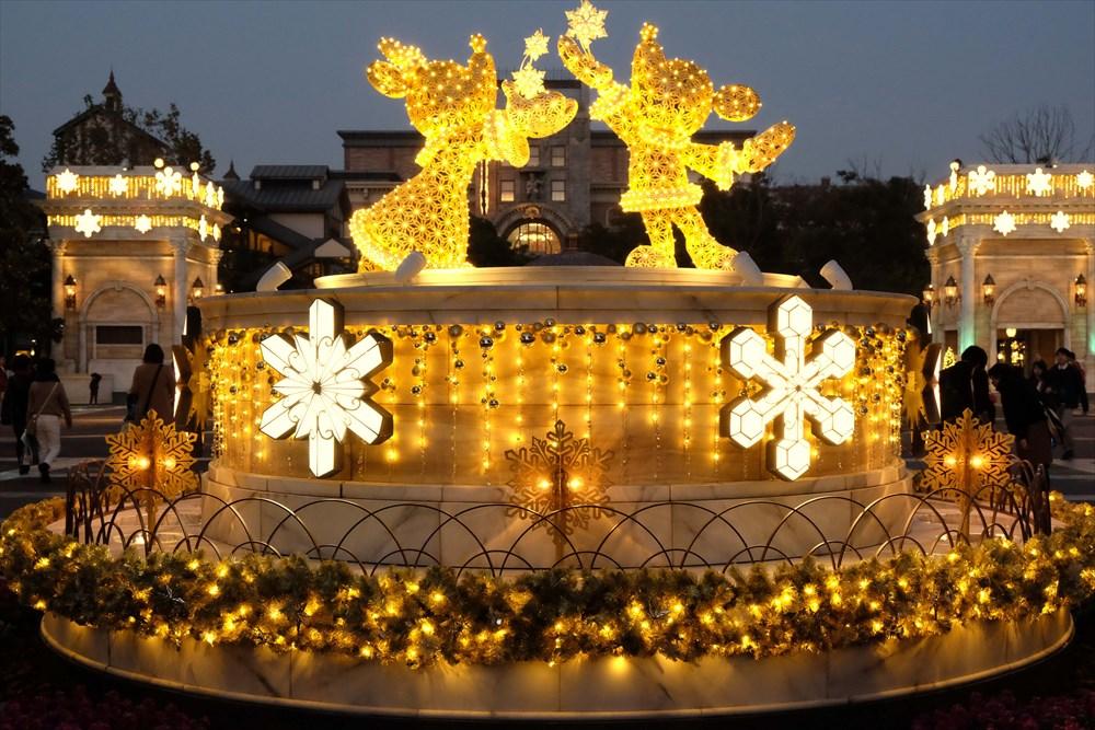 東京ディズニーシー「ウォーターフロントパーク」のイルミネーション(イメージ) (c)Disney