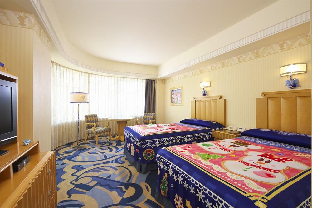 ディズニーアンバサダーホテル クリスマスデコレーションの客室(イメージ) (c)Disney