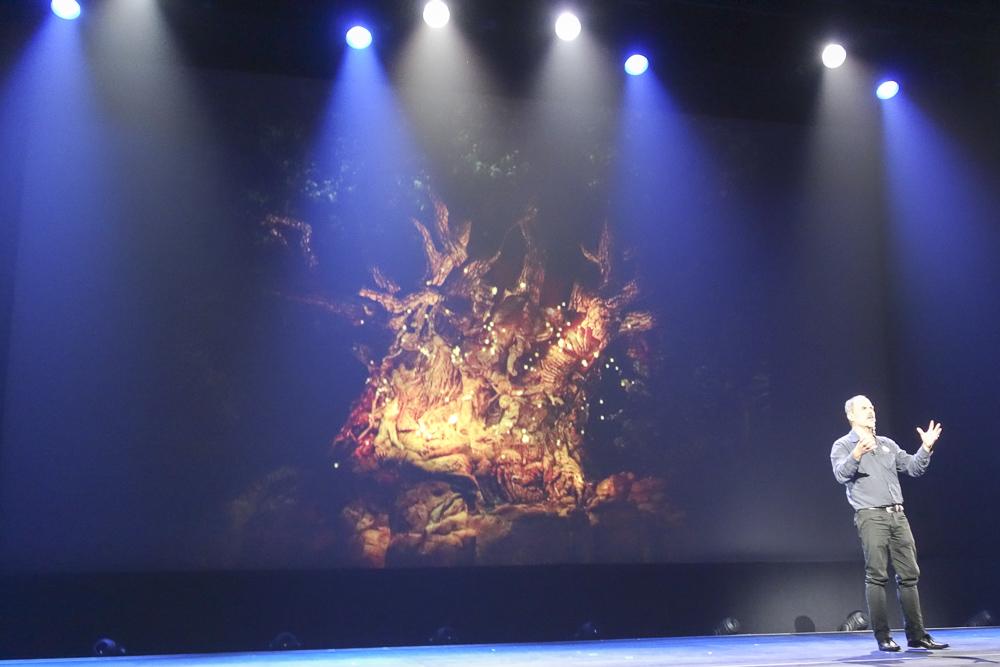 ディズニー・アニマルキングダムの「夜」を演出。ツリー・オブ・ライフには蛍が舞う