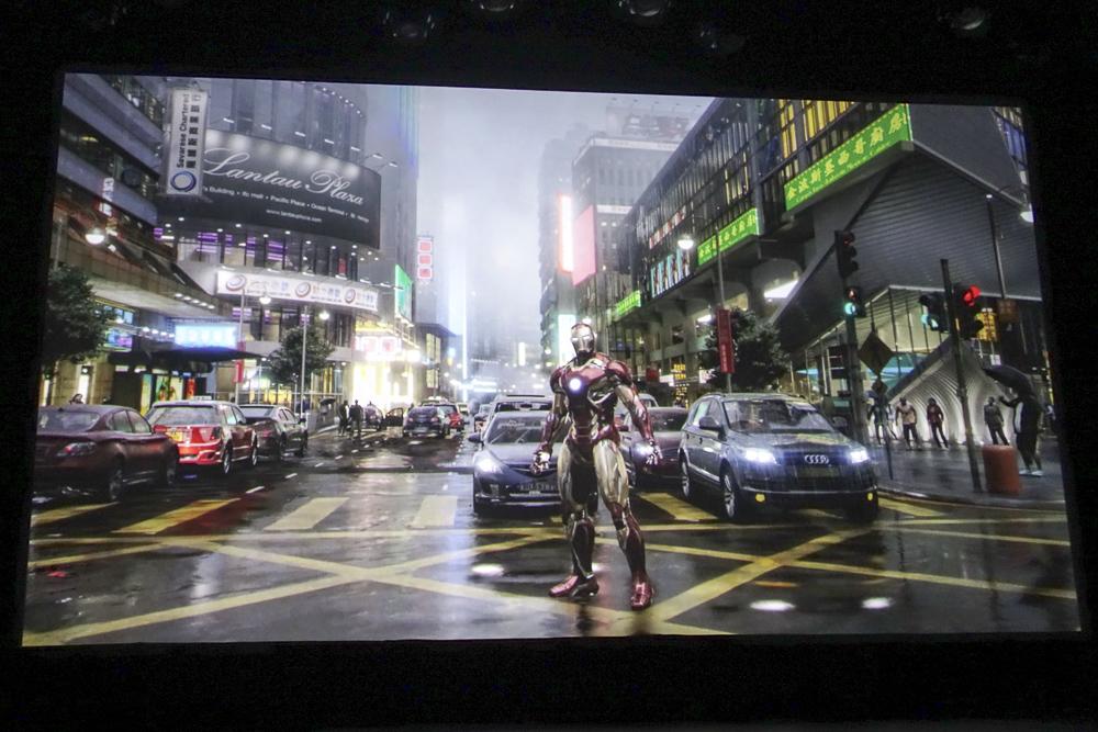 ライド映像の一部。アイアンマンが香港の街に立つ!
