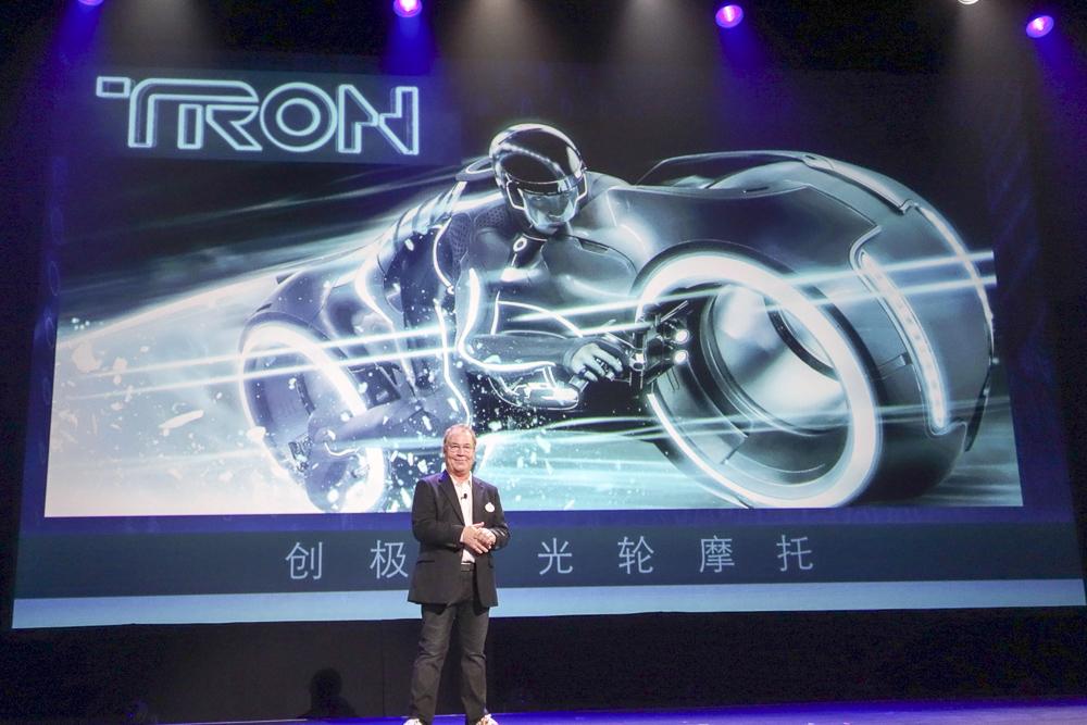 トゥモローランドのメインアトラクション「TRON Lightcycle Power Run」