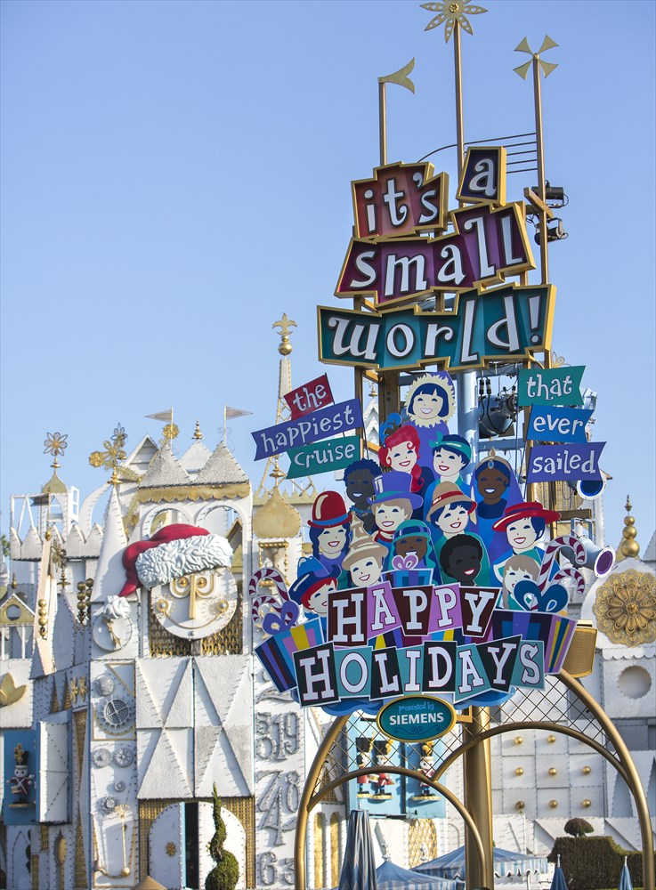 """IT'S A SMALL WORLD"" HOLIDAY (ANAHEIM, Calif.) (c)Disney"