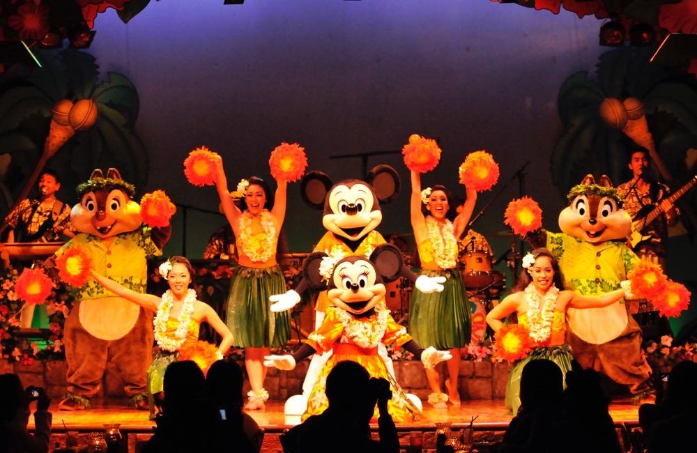 ミッキーのレインボー・ルアウ イメージ (c)Disney