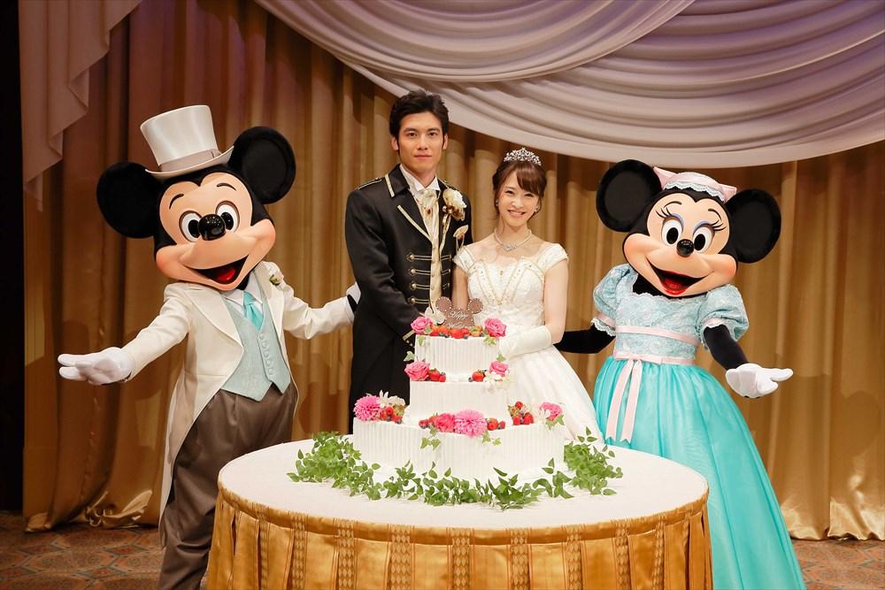 """""""アウグーリ!""""グリーティング・フロム・ミッキー&ミニー&ダッフィーのイメージ (c)Disney"""