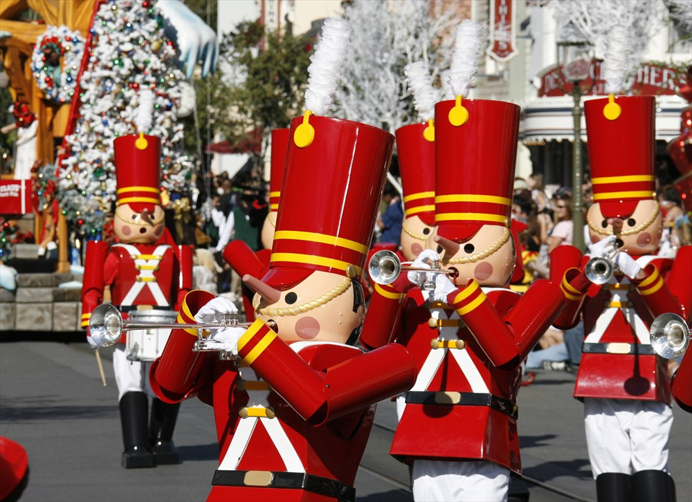 A CHRISTMAS FANTASY PARADE (ANAHEIM, Calif.) (c)Disney