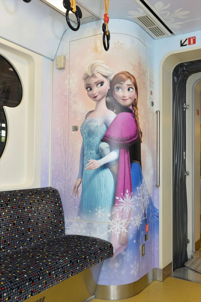 ラッピング車両内観(イメージ) (c)Disney