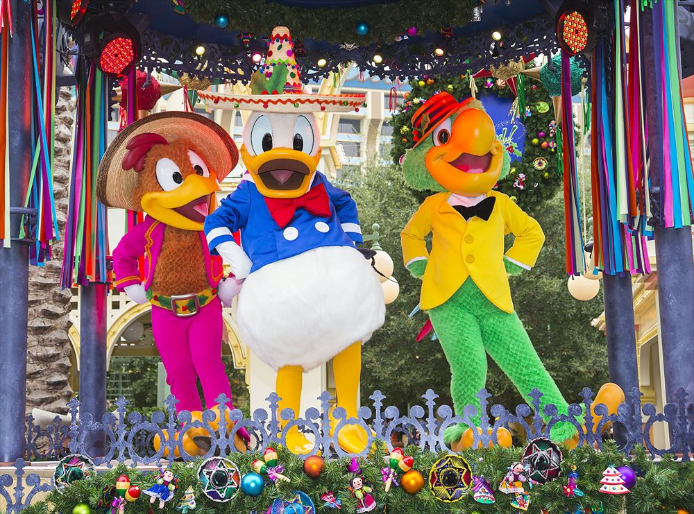 'DISNEY ¡VIVA NAVIDAD!' As to Disney artwork, logos and properties:©Disney
