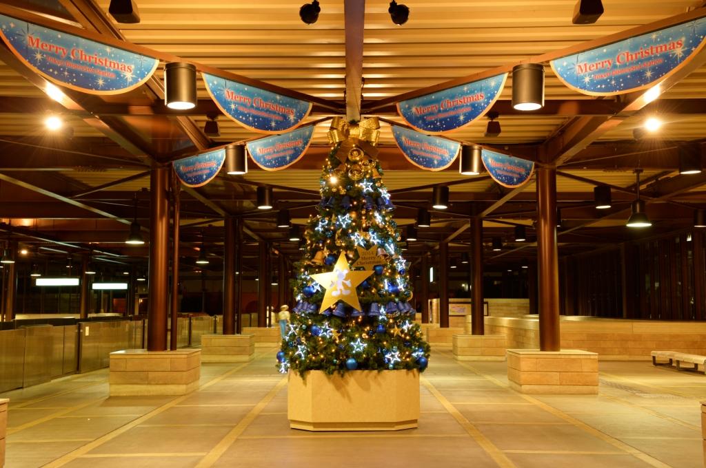 クリスマスツリー(昨年度のもの) (c)Disney