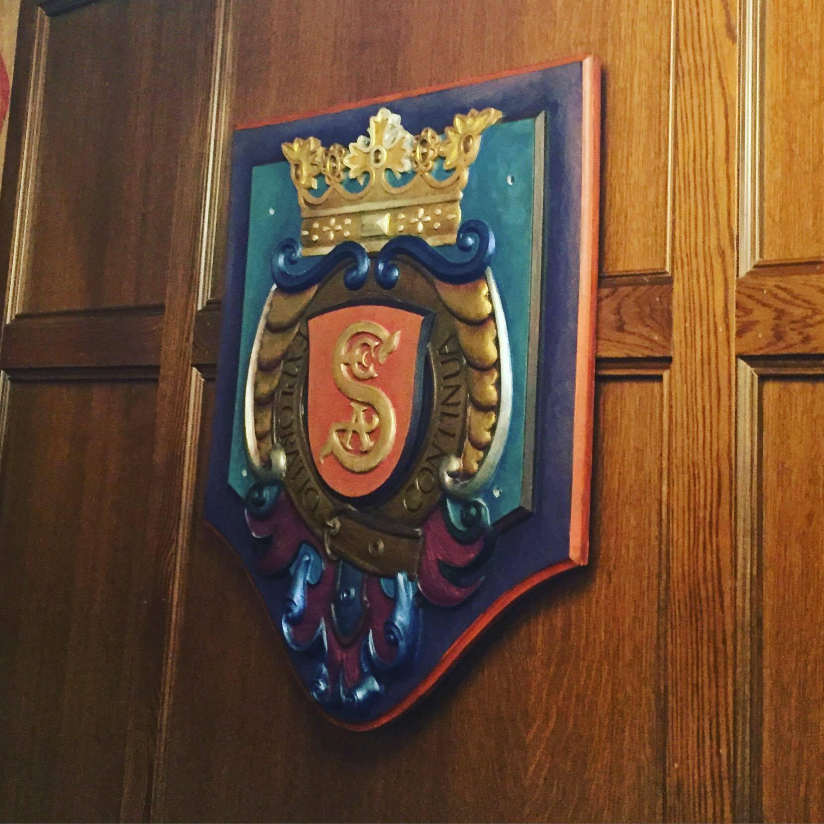 飾られているS.E.A.の紋章