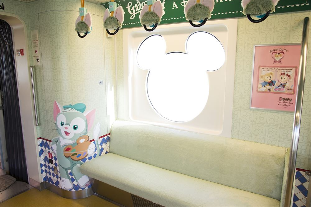 「ダッフィー&フレンズ・ライナー」車内 (c)Disney