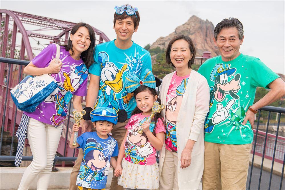 Tシャツ(イメージ) 各1900~2900円 (c)Disney
