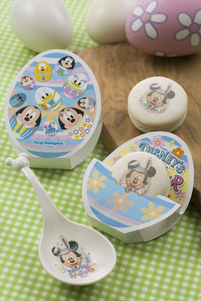 マカロン(レモンガナッシュ)、スーベニアレンゲスプーン付き 680円  (スウィートハート・カフェ イベントブース) (c)Disney