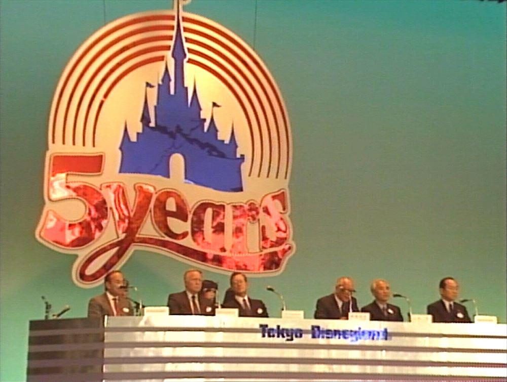1998年4月15日:第2パーク構想を発表 (c)Disney