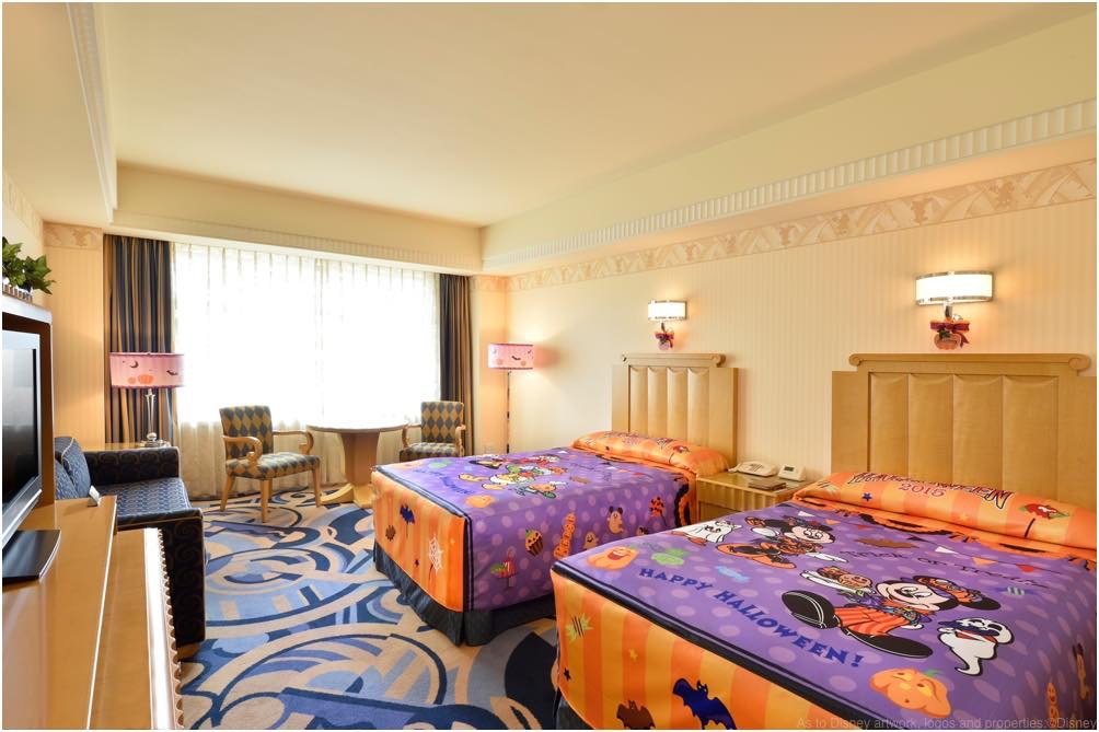"""「ディズニーアンバサダーホテル」""""ディズニー・ハロウィーン""""デコレーションルーム (写真は2015年のもの) (c)Disney"""