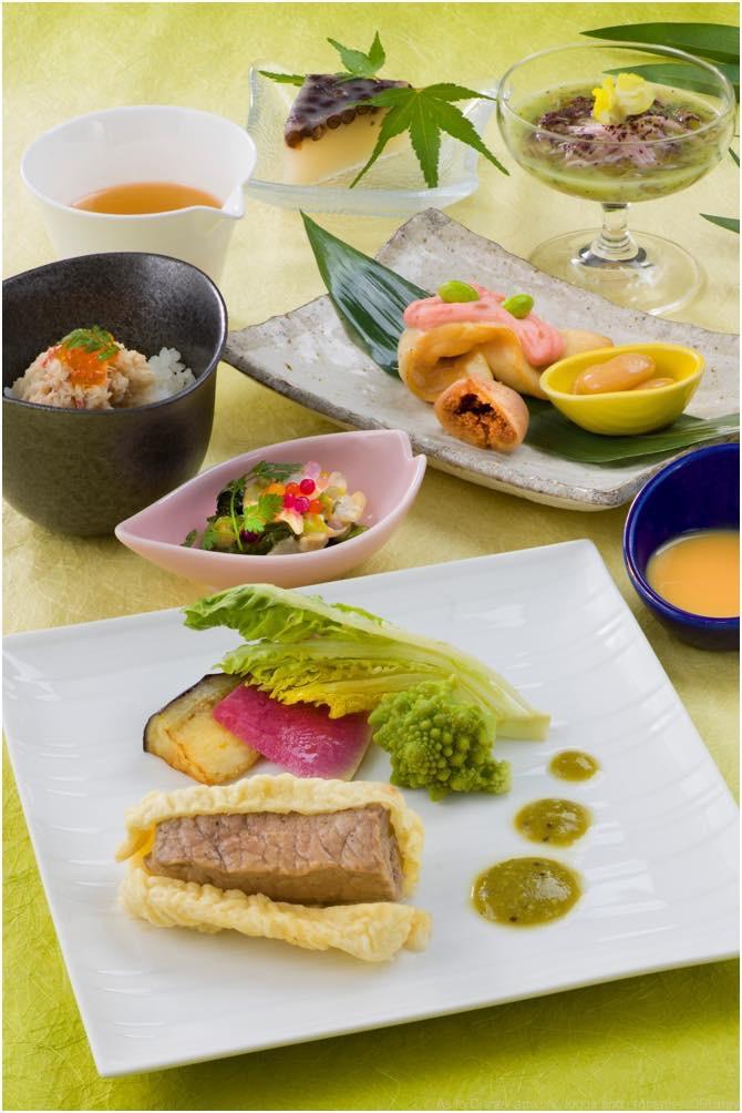 レストラン櫻「スペシャルセット」 2880円 (c)Disney