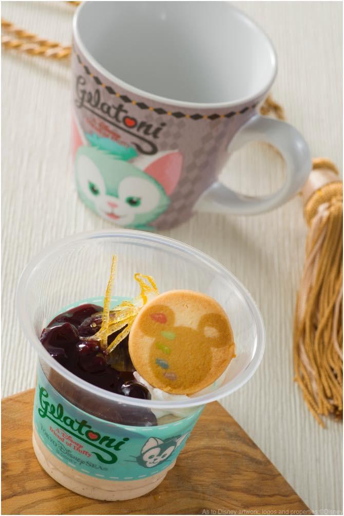 紅茶のムース、スーベニアカップ付き 920円 (c)Disney