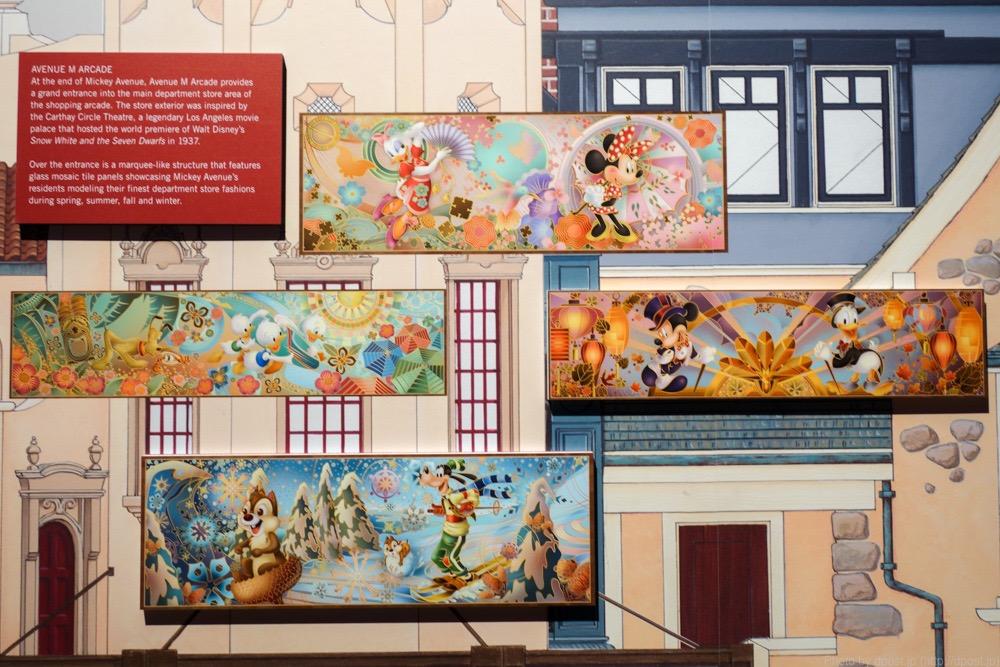 ショップ「Avenue M Arcade」に飾られているアート群。Avenue M Arcadeの建物は「白雪姫と7人のこびと」をプレミア公開したキャセイ・サークル・シアターをモチーフにしています。